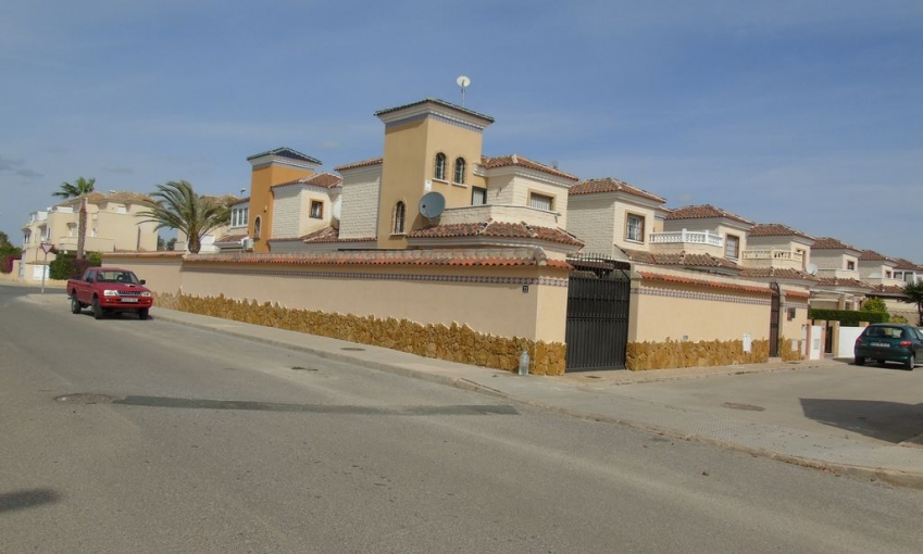 Sale - Villa - Guardamar - El Raso